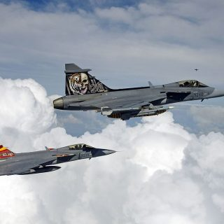 Air-to-air_with_2_Saab_JAS-39_Gripen_of_the_Czech_Air_Force-1024x675