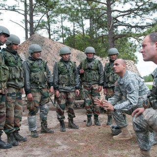 Sgt._Balkrishna_Dave_explains_weapons-range_safety_procedures_to_Indian_Army_soldiers_with_the_99th_Mountain_Brigade_before_they_fire_American_machine_guns-1024x680